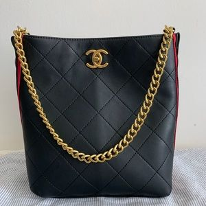10 x 9 x 5 black new with shoulder strap